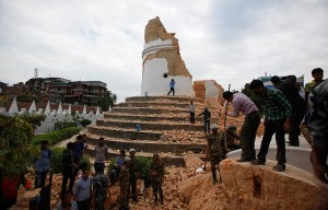 Nepal Earthquake: Death Toll Arises, Everest Avalanche Trigged