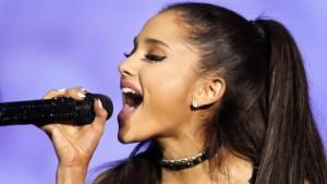"Watch Ariana Grande Slay Whitney Houston's ""I Have Nothing"""