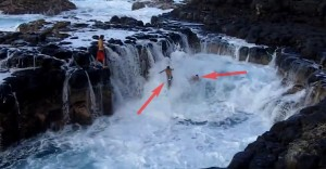 Crazy Threesome Swim in a Rocky Pool Where Rising and Falling Seawater Decides Where They Go
