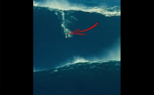 Watch How This Awe-Inspiring Surfer Conquered A Gigantic Wave!