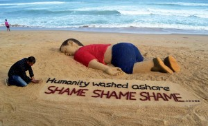 Indian Artist Creates Sand Sculpture Of Drowned Syrian Boy