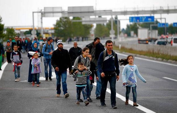 refugees-walking-to-vienna